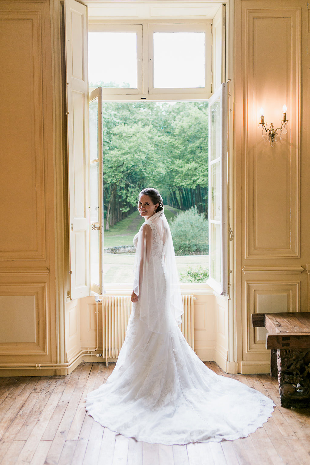 Bridal portrait Small wedding in French Chateau Saint Julien l'Ars
